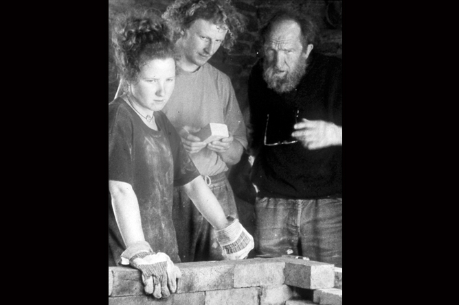 Jeremy Steward, Petra Reynolds & Mick Casson, kiln-building 1996