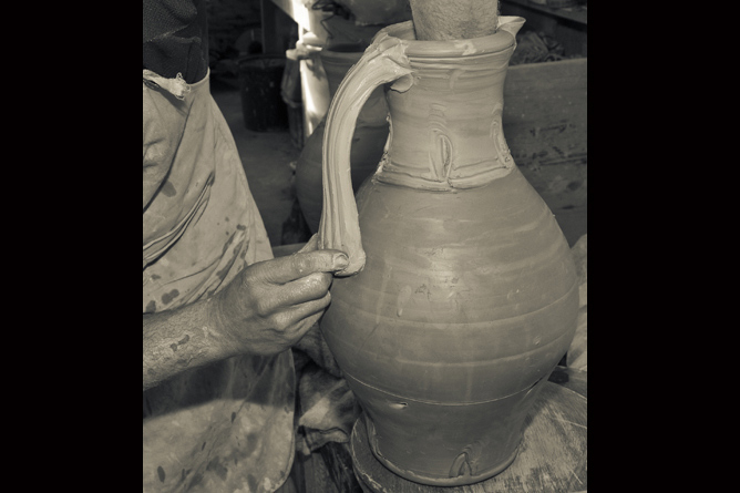 Joining jug handle