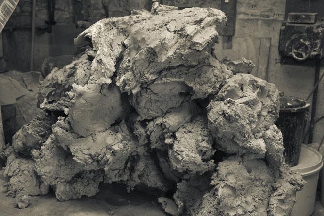 Stoneware clay, dough-mixed pile