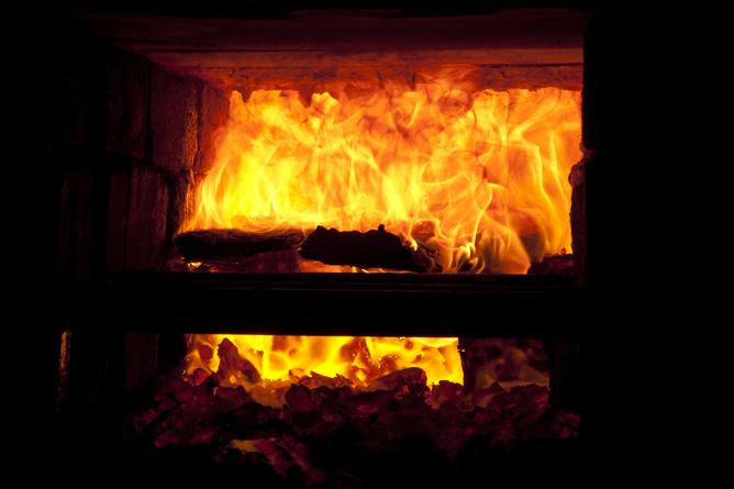 Firebox detail, wood combustion and salt volatilization